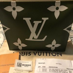 Louis Vuitton Toiletry 26 (Giant) 💚